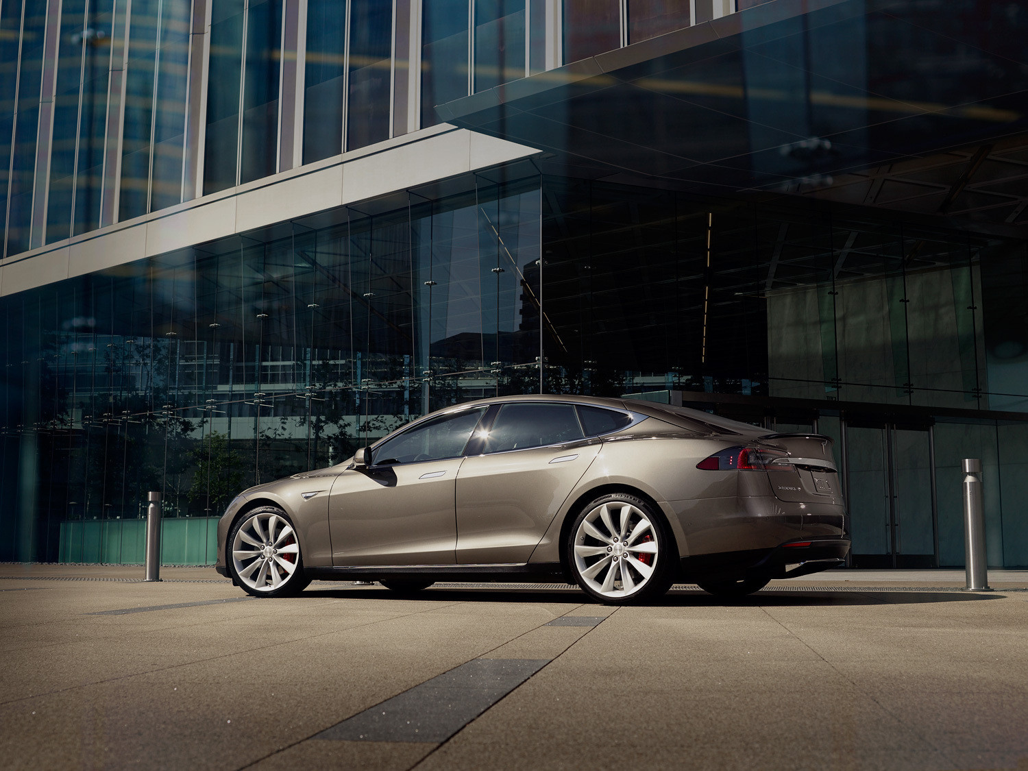 Tesla Introduces Lower Priced AWD Electric Model S LA Times