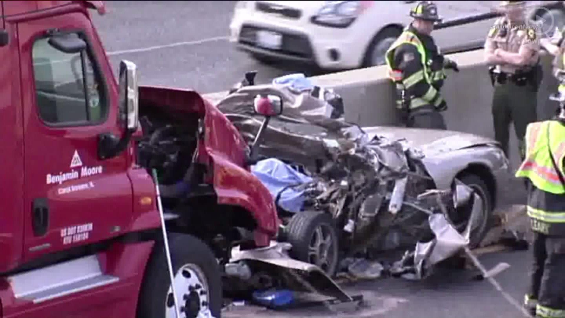 On the scene: Fatal crash on I-55 causes long delays - Chicago Tribune