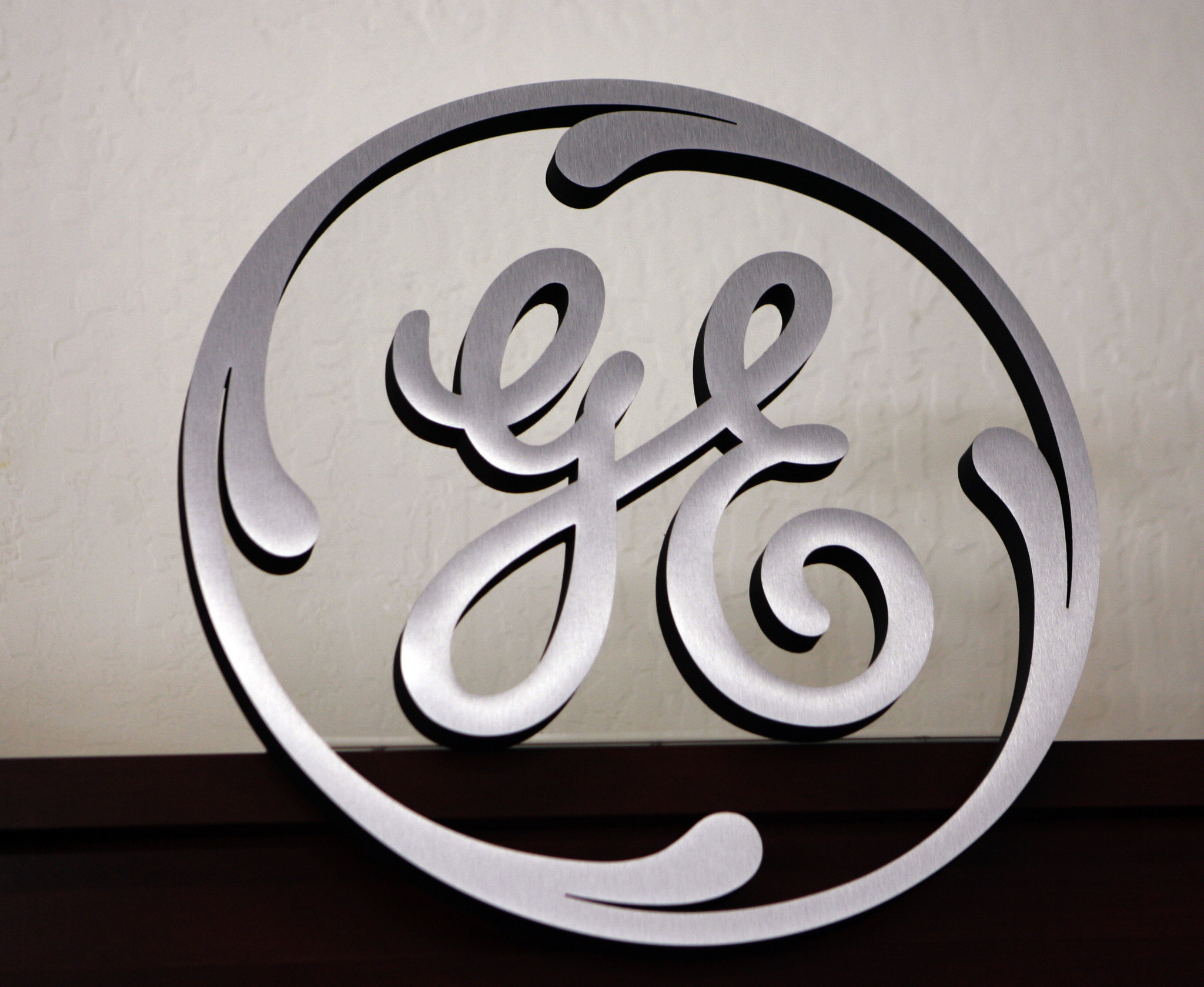 ge casting off lending business in return to its industrial roots la times - General Electric