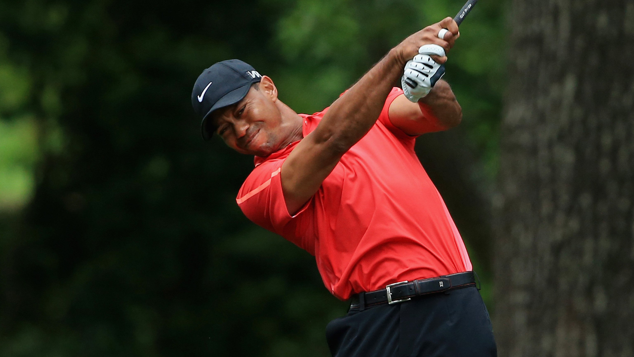 tiger woods struggles at masters  finishes tied for 17th