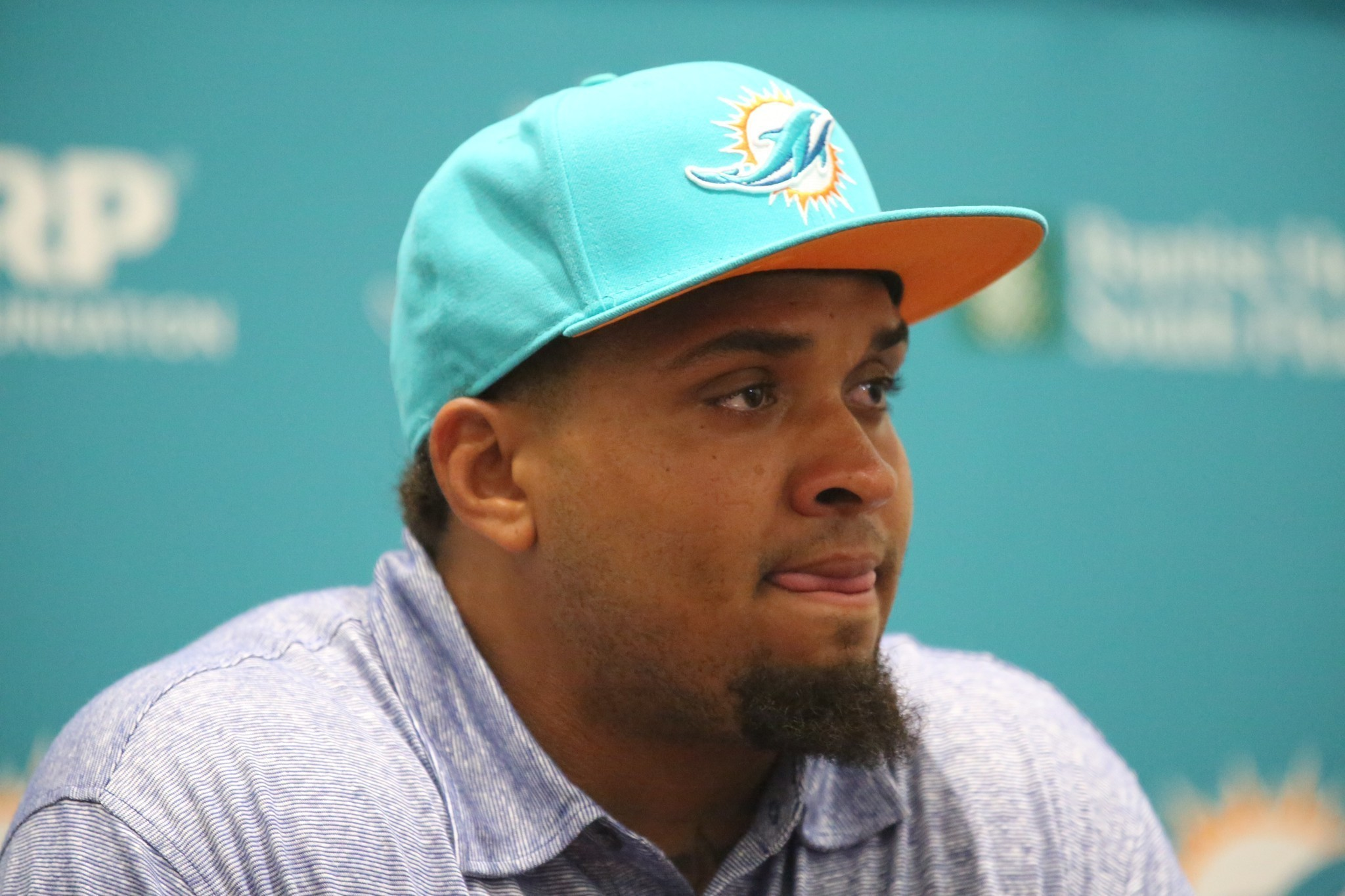 Dolphins officially sign center Mike Pouncey to contract extension