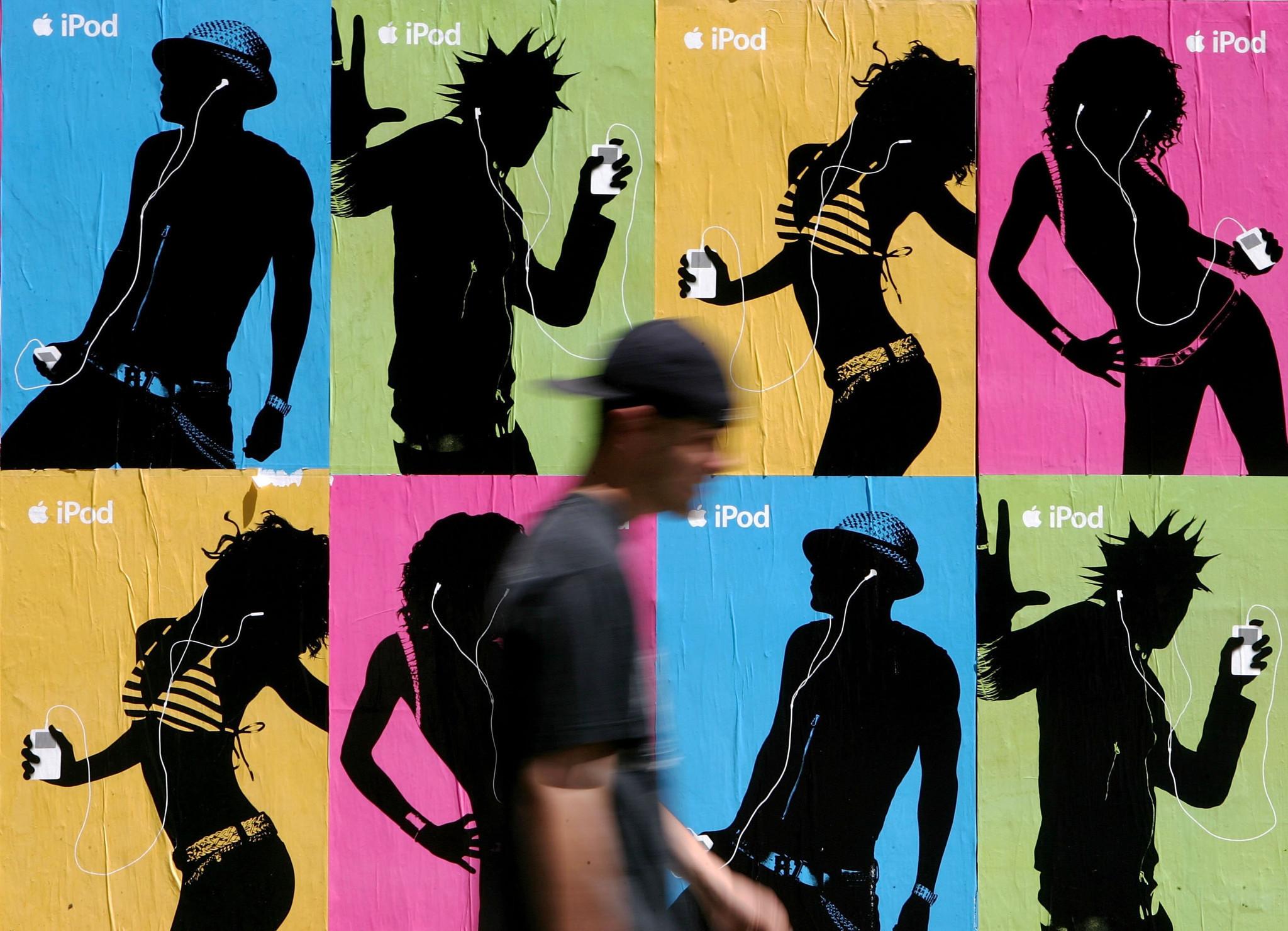 Miami Beach artist Romero Britto sues Apple