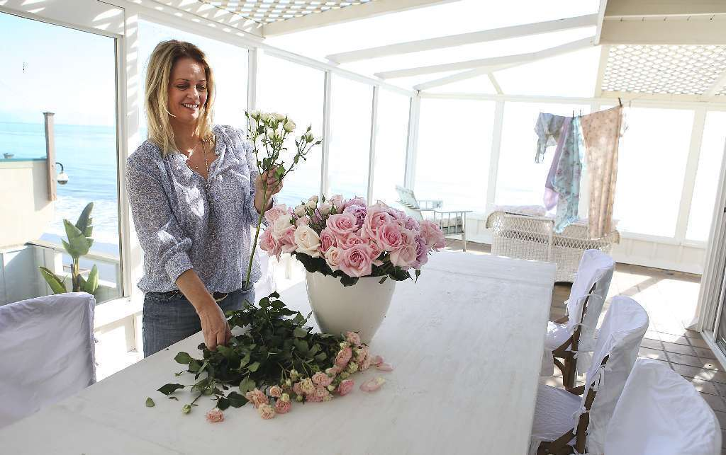 rachel ashwell details the flowering of shabby chic style in new book la times. Black Bedroom Furniture Sets. Home Design Ideas