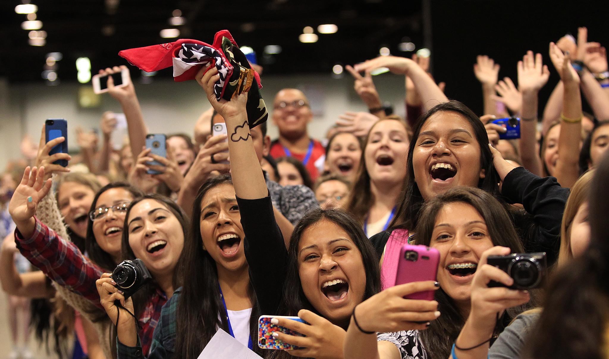 Girls fan pic 39