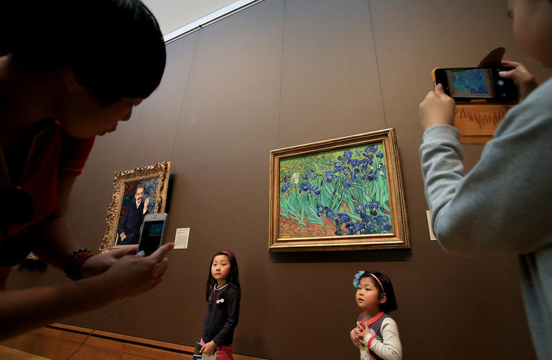 "Van Gogh's ""Irises"" draws a crowd. (Luis Sinco / Los Angeles Times)"