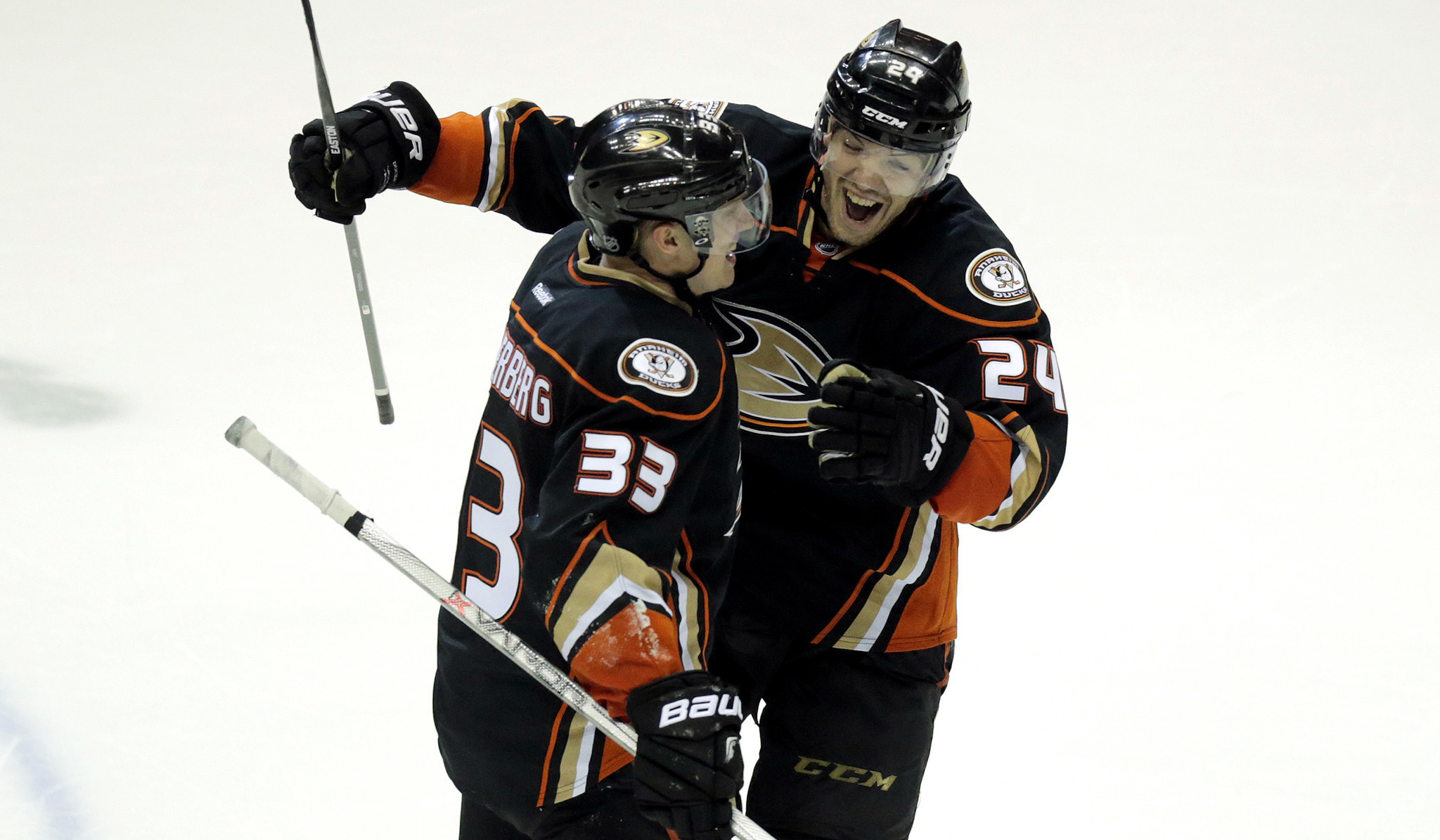 Ducks' late-period work is an artistic success in Game 2 win over Jets
