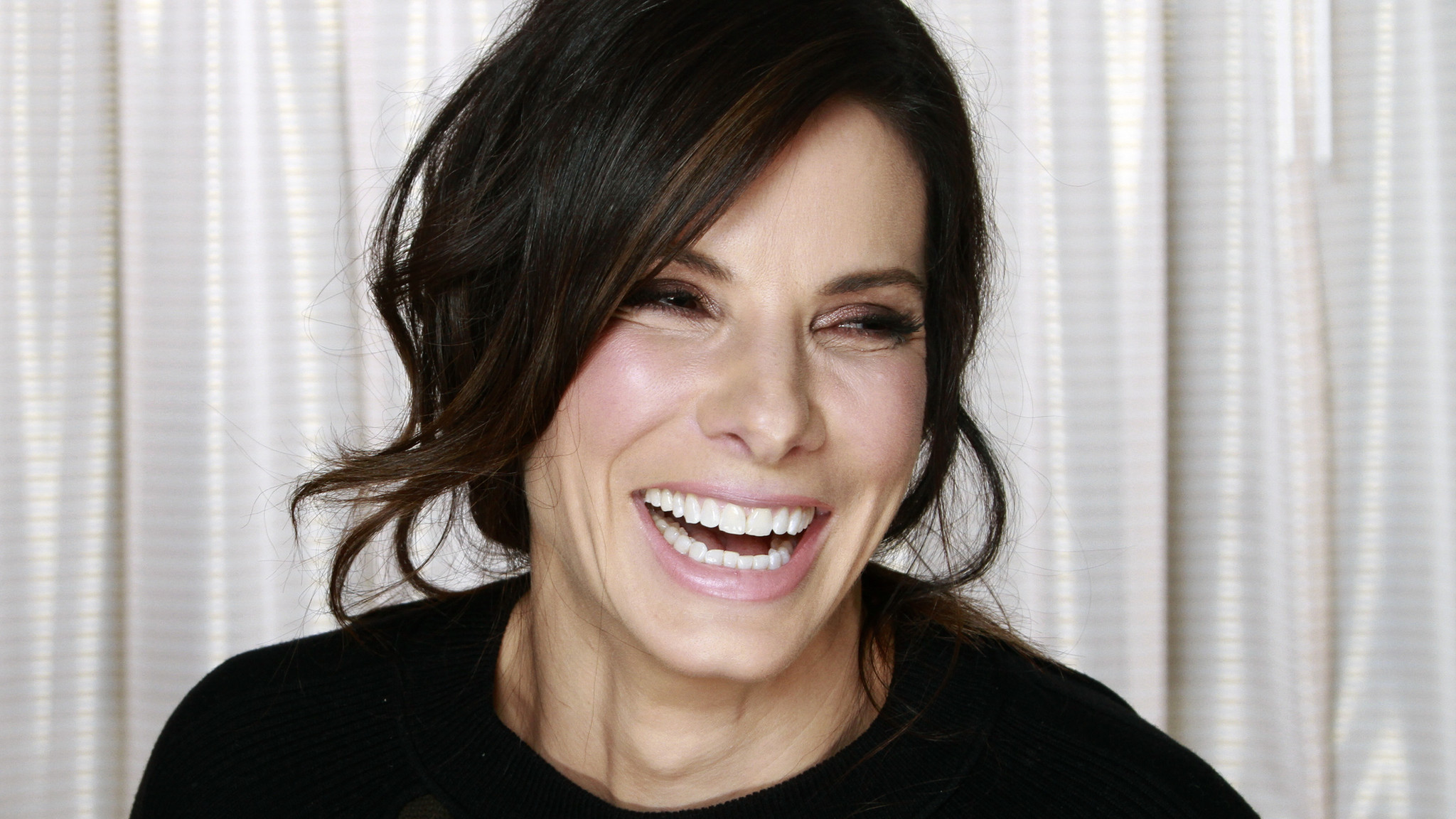 Sandra Bullock is People's most beautiful woman; 'ridiculous,' she says - Los Angeles Times