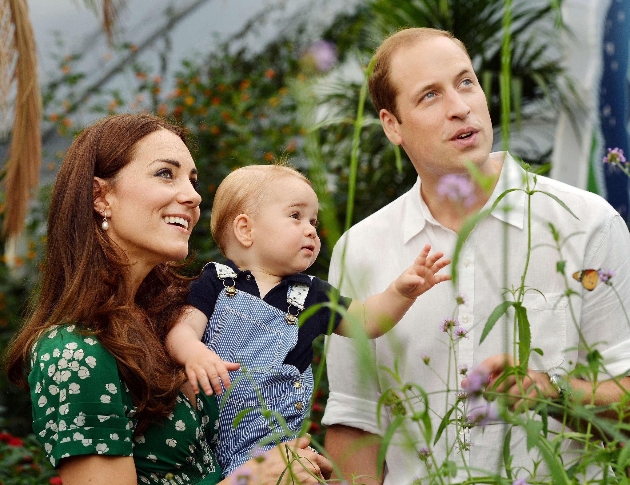 Royal fans in Britain cheer as Duchess of Cambridge delivers a girl