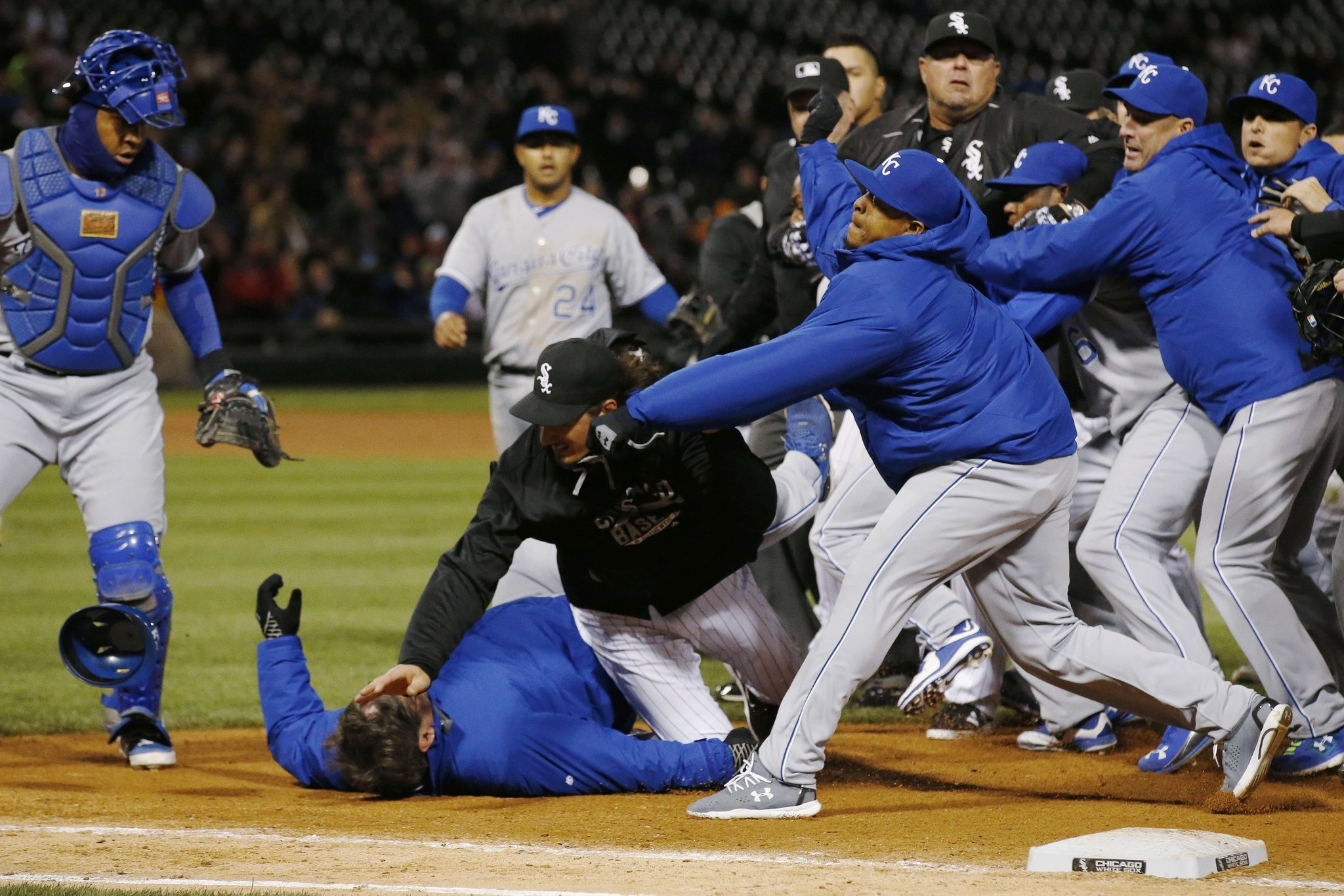 It's a battle royale as White Sox and Royals brawl, go to extra innings