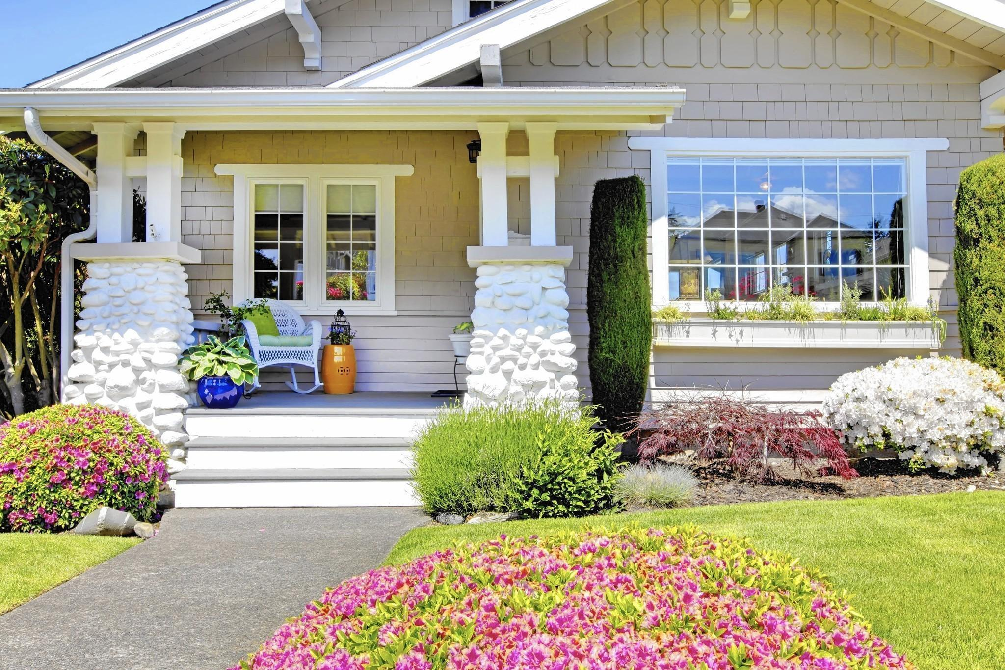 Curb appeal reconsider landscaping in front yard for Normal house front design
