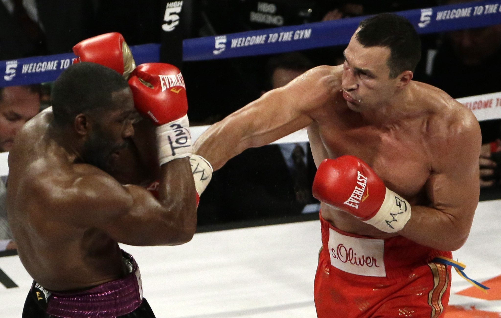 Wladimir Klitschko gets easy victory over Bryant Jennings