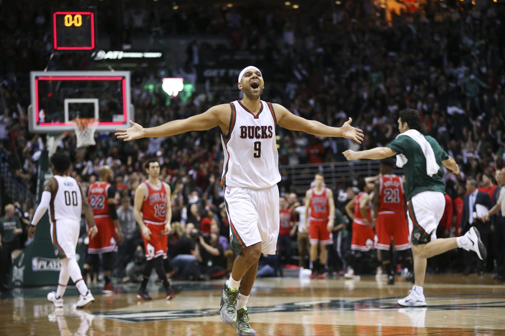 Perfect Inbounds Play Helps Bucks Beat Bulls At Buzzer