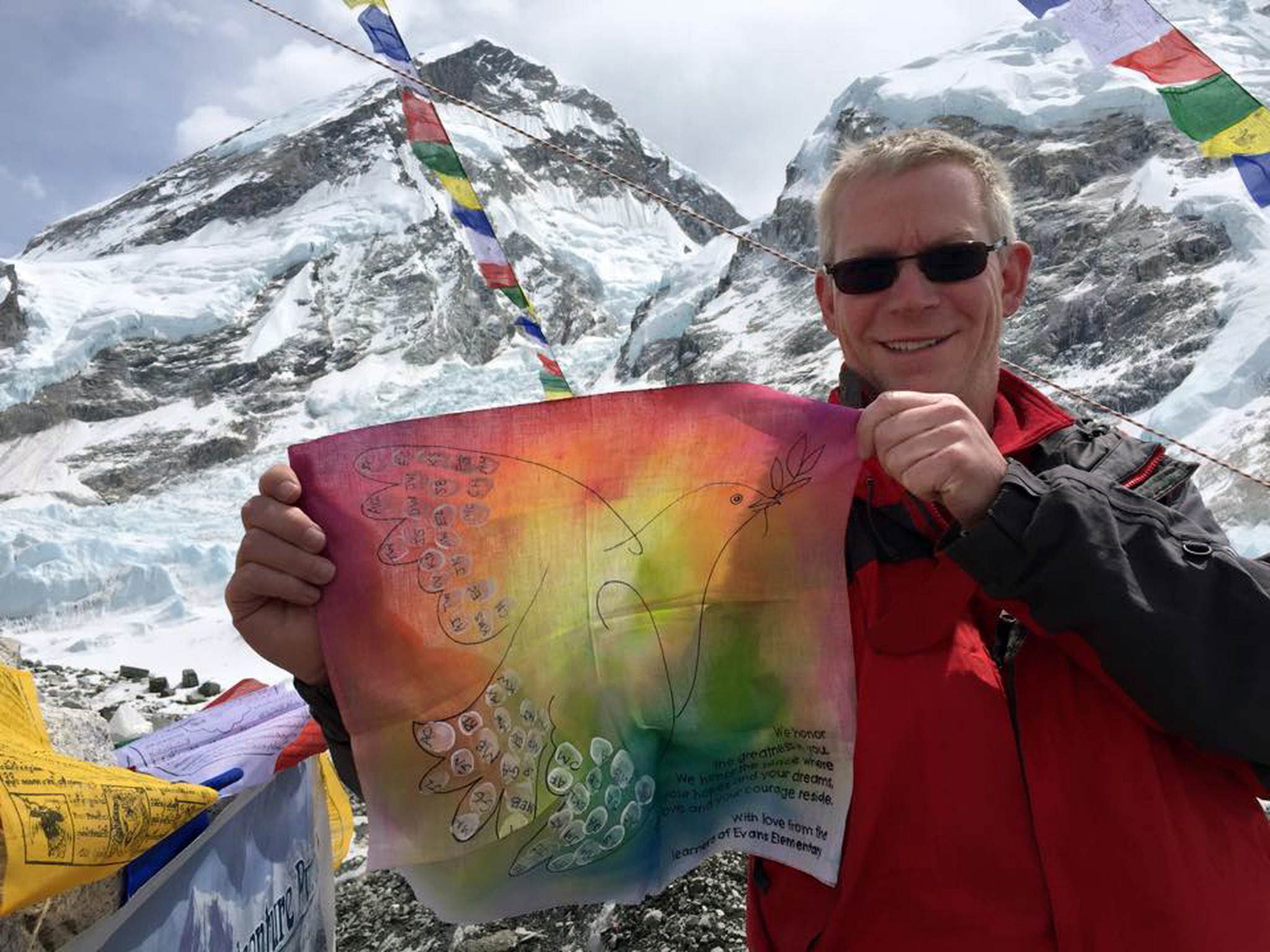 Wisconsin man climbing Everest survives avalanche triggered by Nepal quake
