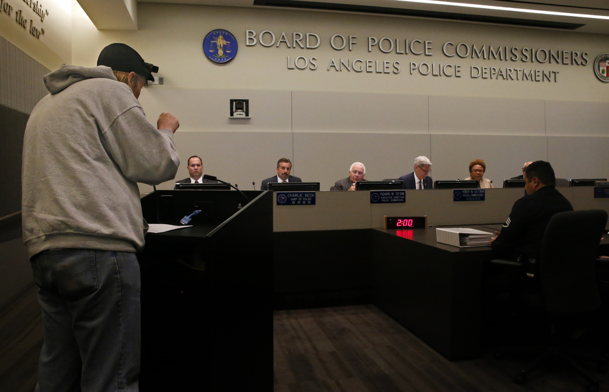 Police Commission votes 3-1 to approve policy on LAPD body cameras