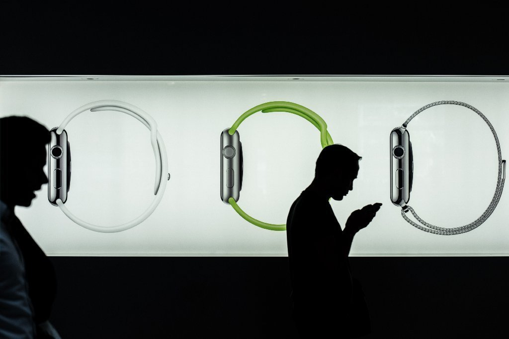 Apple Watch delivery slowed by faulty part, report says ...