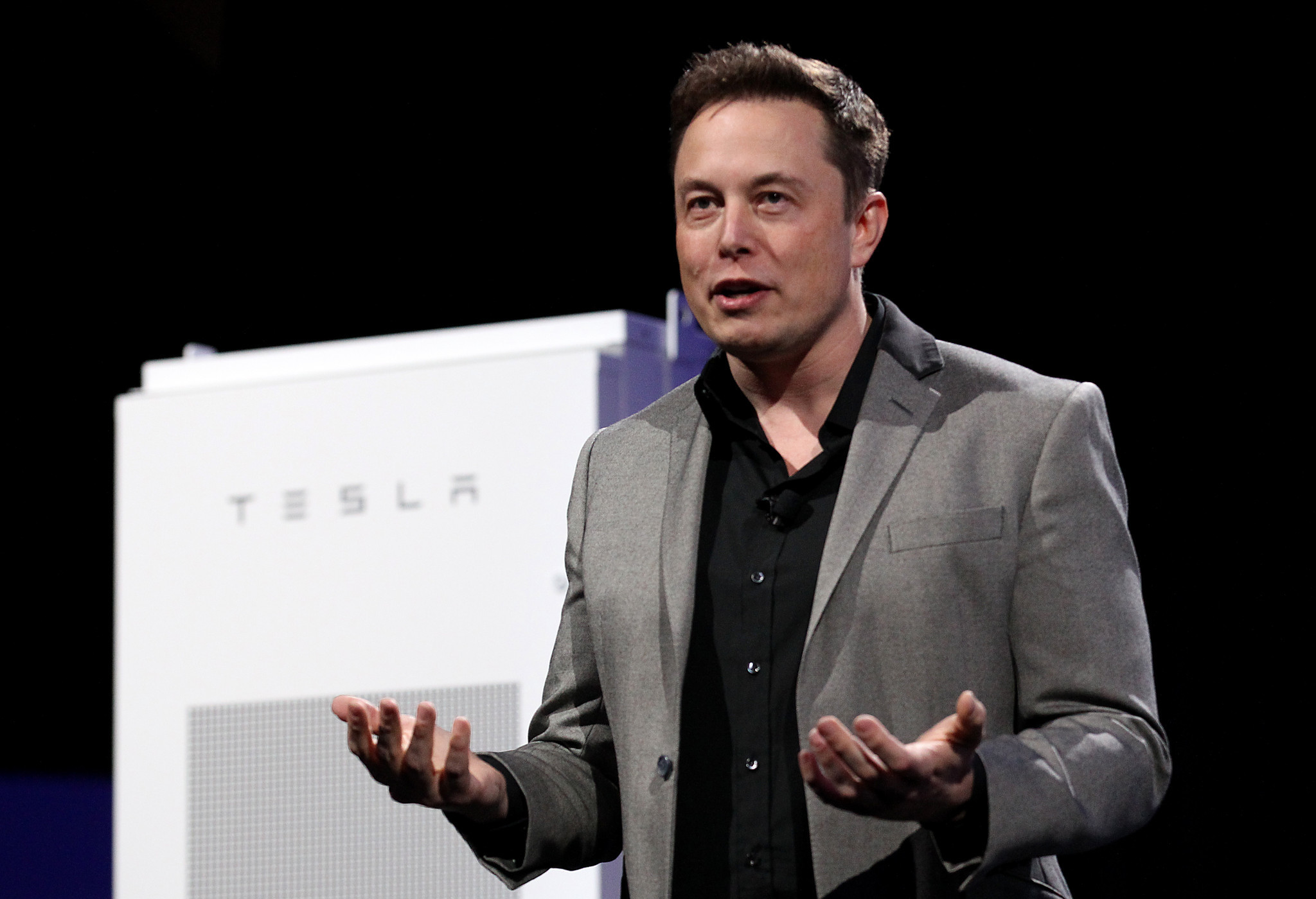 Tesla motors ceo elon musk battery to power home is only 6 - Tesla Expands From Electric Cars To Energy Storage For Businesses Homes Techno Stream
