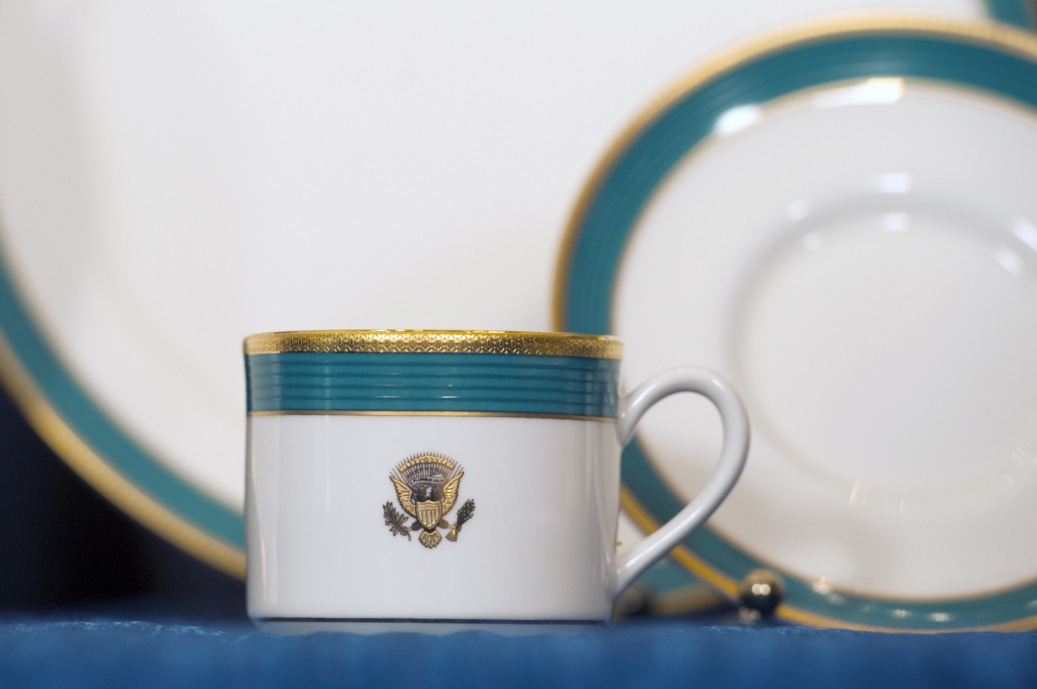 & White House chooses Antioch company to make tableware - Chicago Tribune