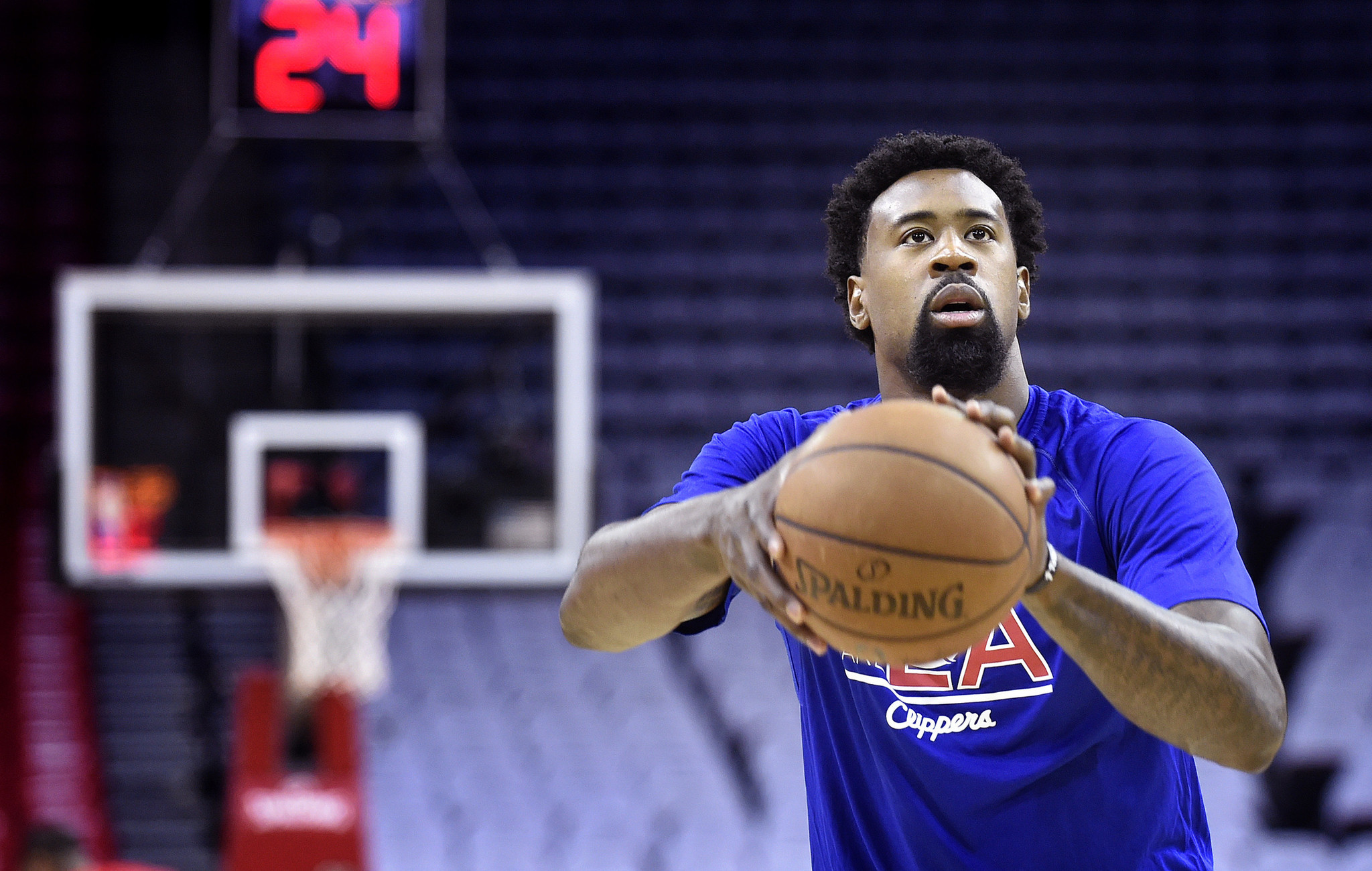 DeAndre Jordan ends madcap day by re-signing with Clippers