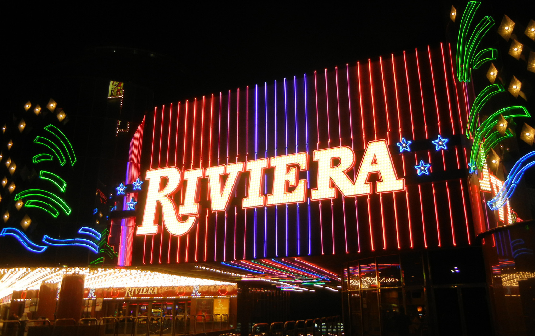 Riviera casino closes after 60 years on vegas strip for Riviera resort las vegas