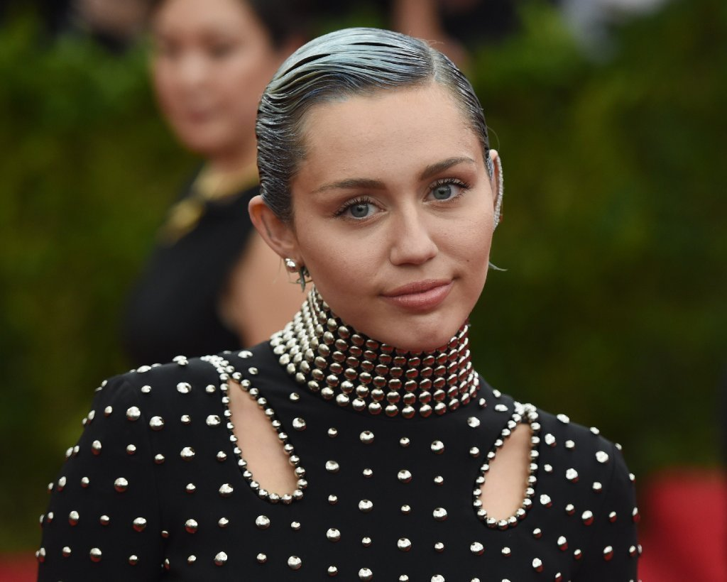 miley cyrus launches youth charity with joan jett plans wayne