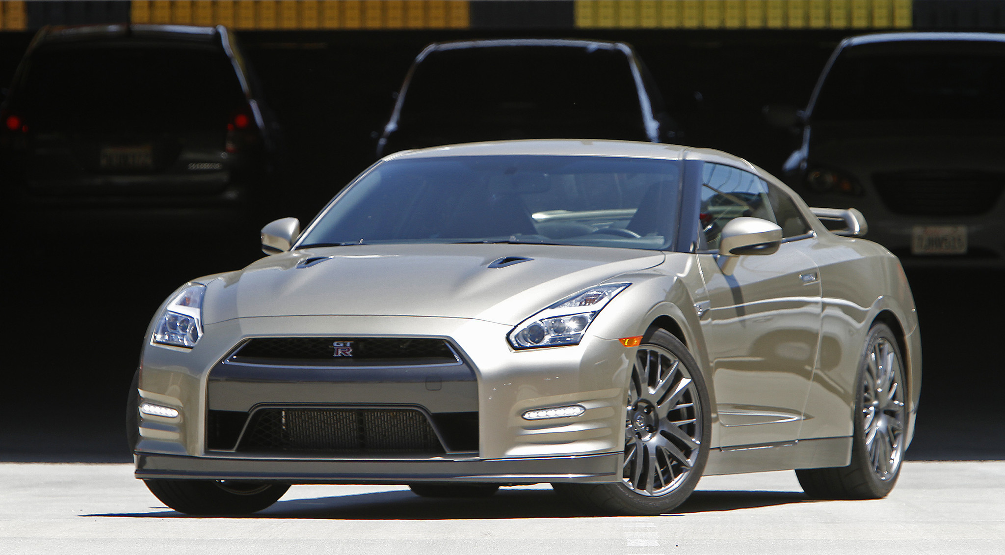 first drive the 2015 nissan gt r anniversary gold edition la times. Black Bedroom Furniture Sets. Home Design Ideas