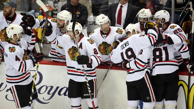 Blackhawks Advance With 4-3 Victory Over Wild