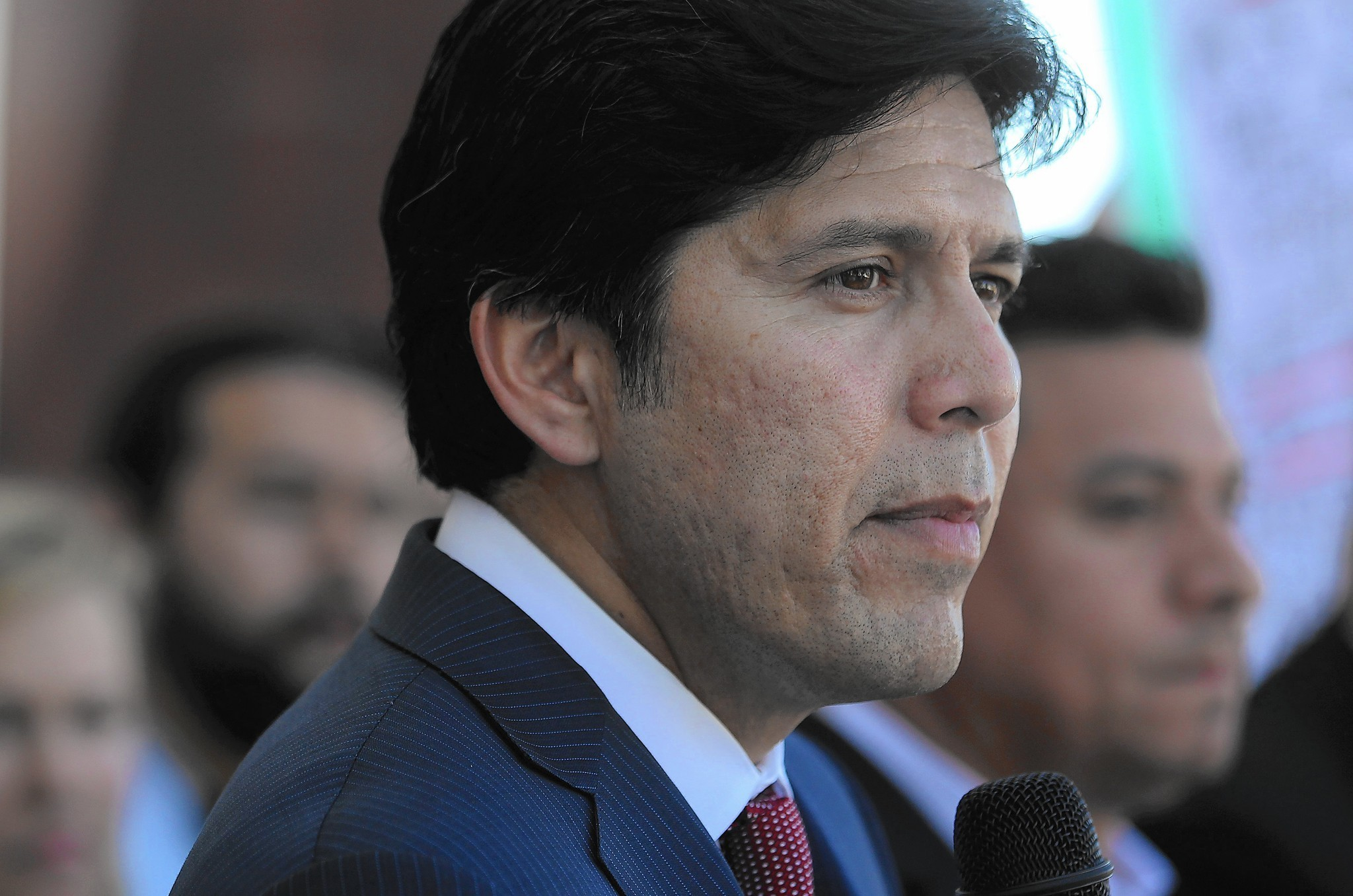 Kevin de León called about job for daughter at nonprofit ...