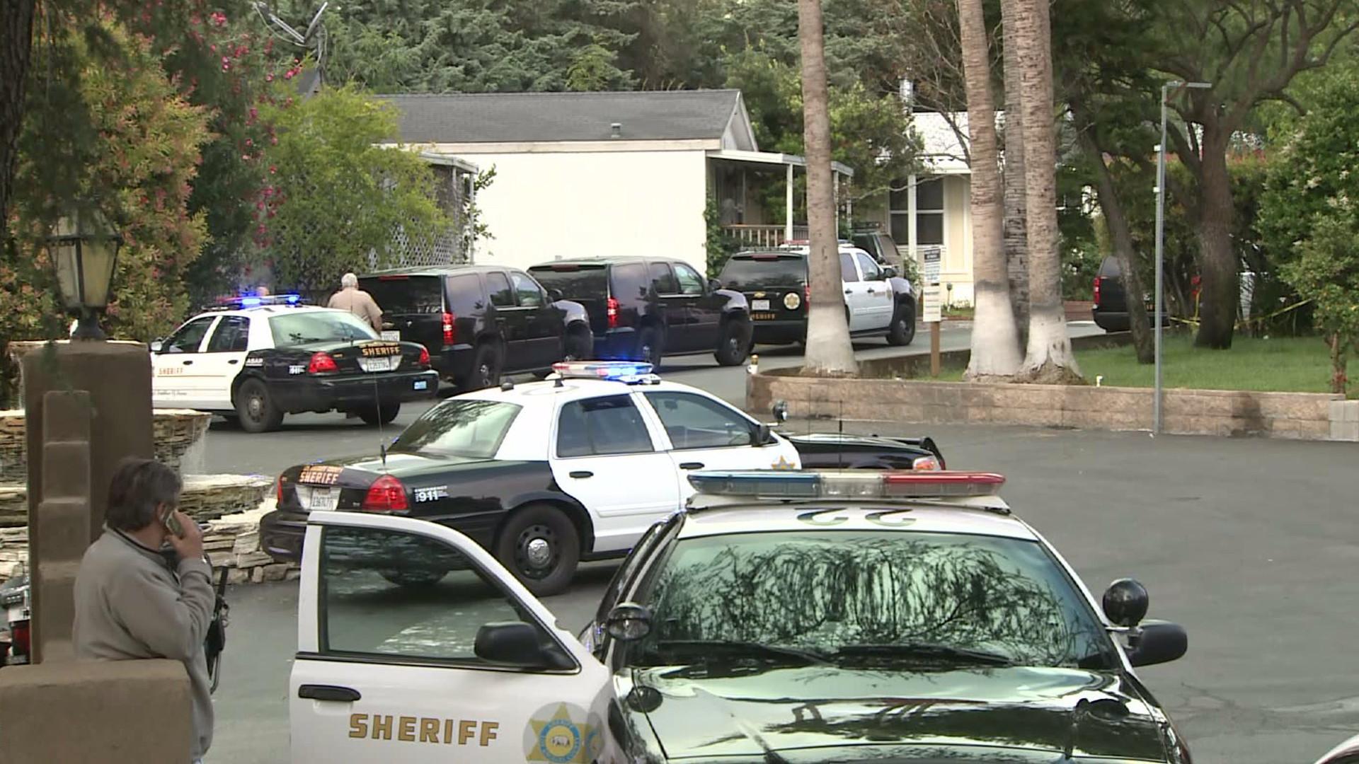 La el Collins buscó para ser interrogado por la policía después de la muerte a tiros de mujer de 29 años de edad,