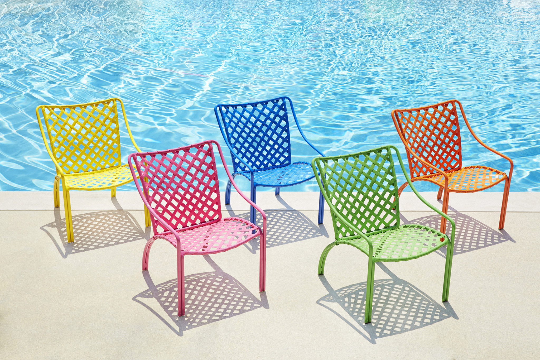 Outdoor furniture designs that are durable and brighten your yard