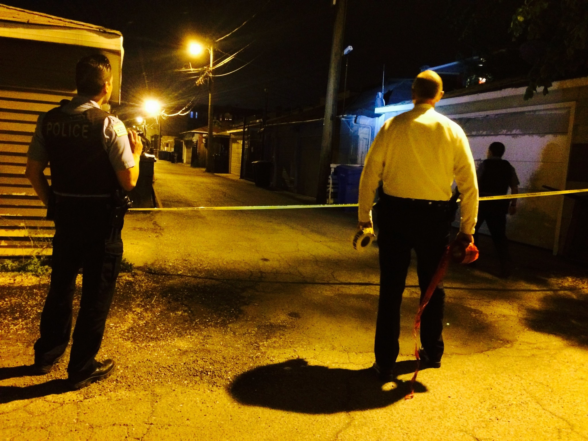 Man dead, 1 wounded during shootings on West, South sides