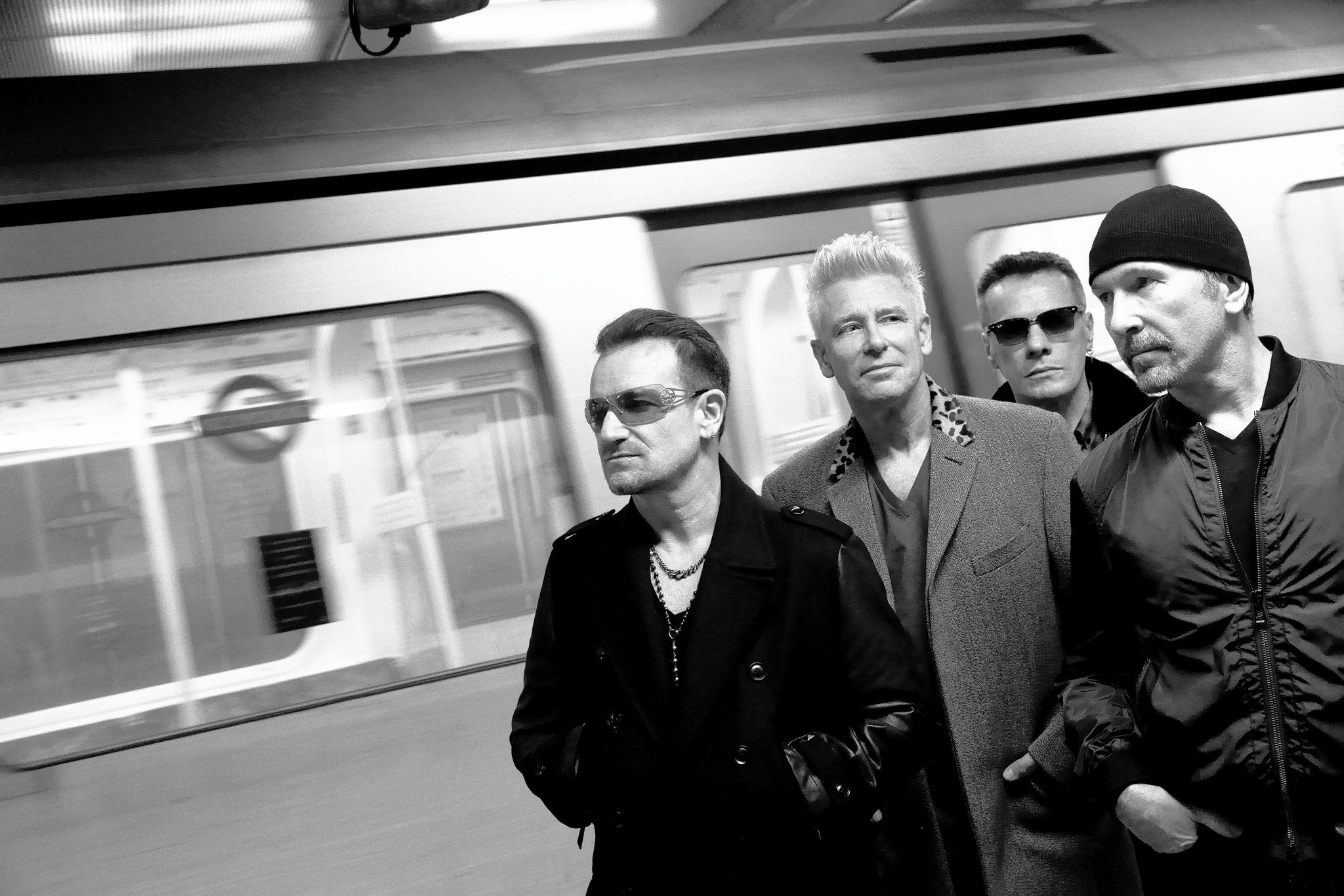 U2 aims for intimacy, presence in latest tour