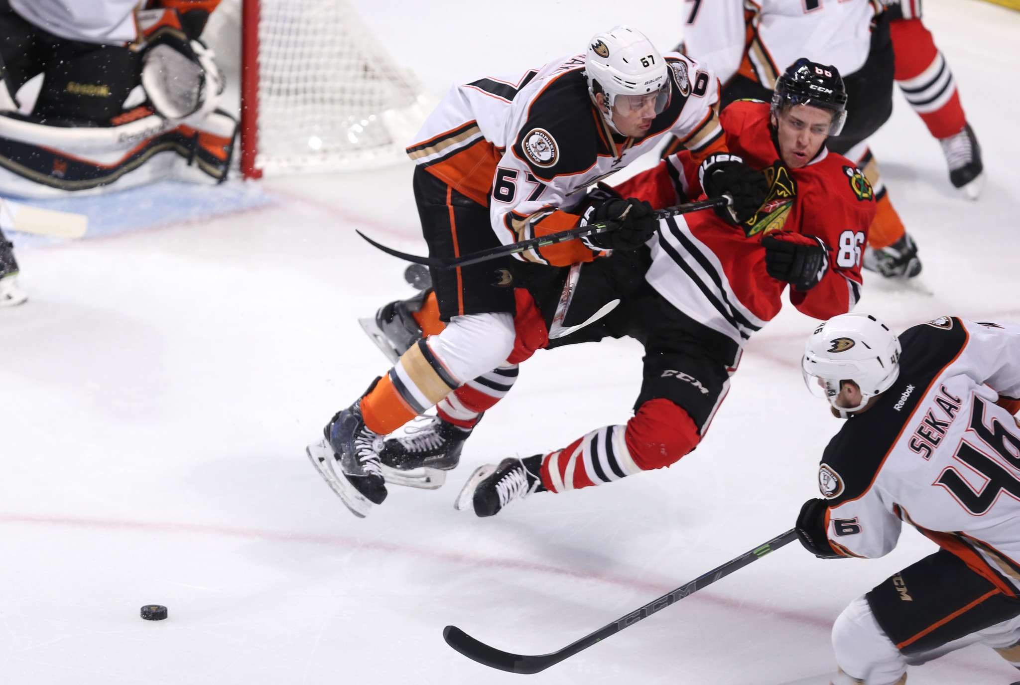 Blackhawks, Ducks getting testy in Western Conference finals