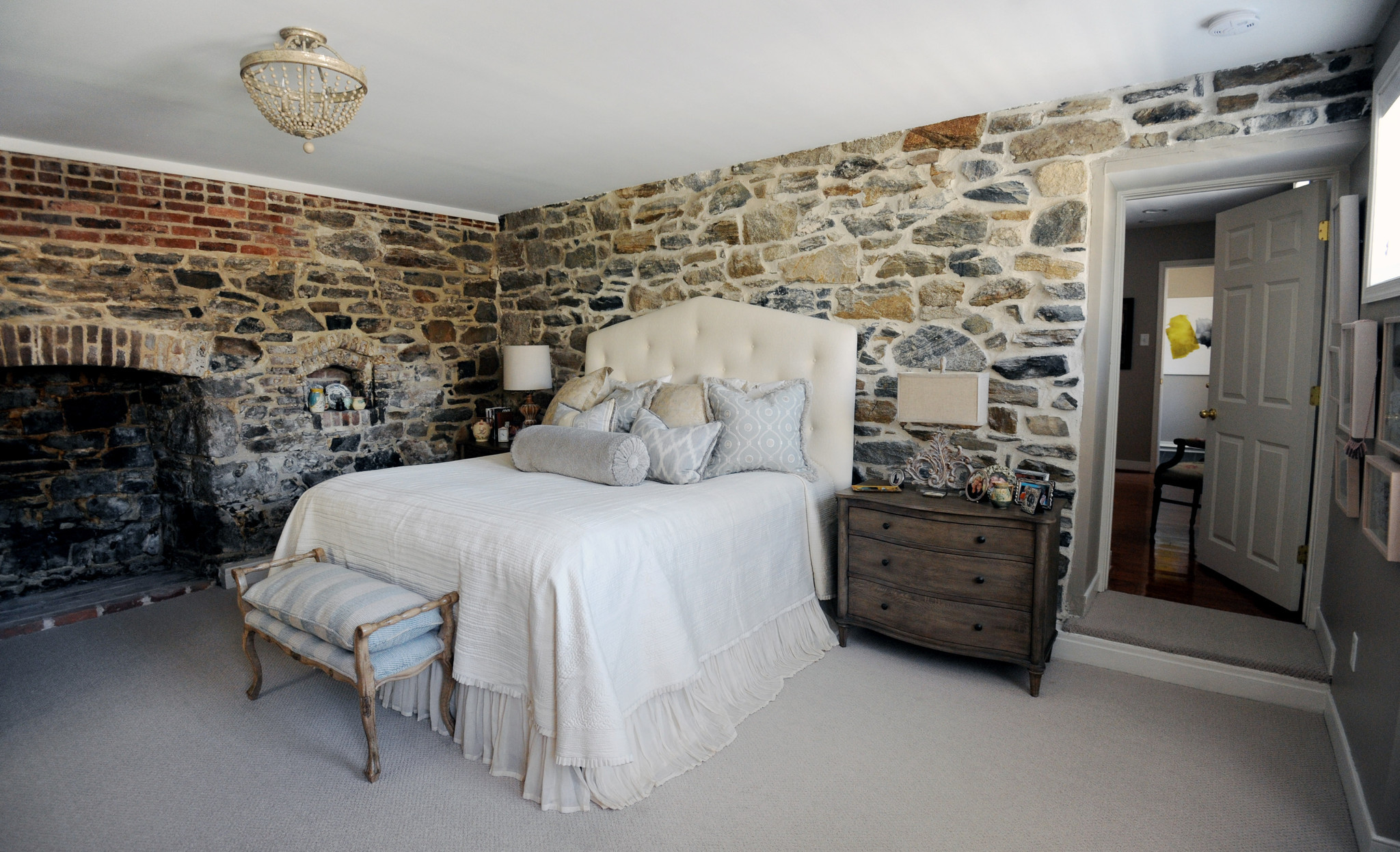 73 mg interior design baltimore in this designers home high style doesnt require huge. Black Bedroom Furniture Sets. Home Design Ideas
