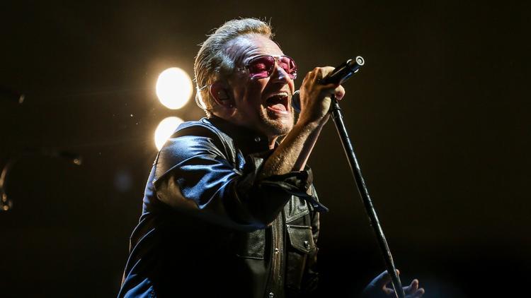 Gli U2 omaggiano il defunto tour manager Dennis Sheehan 750x422