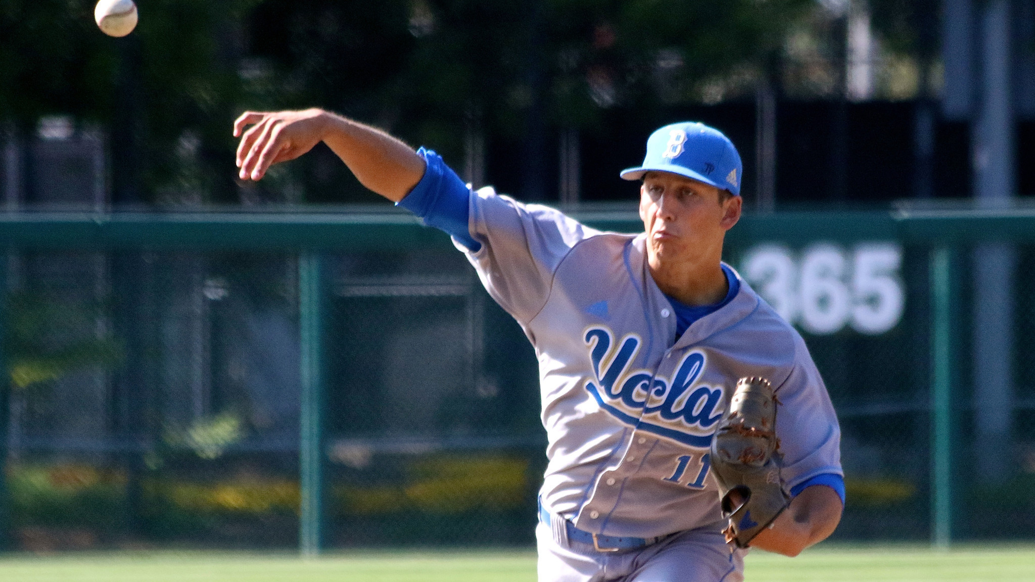 UCLA baseball goes to work to beat Cal State Bakersfield, 7-2