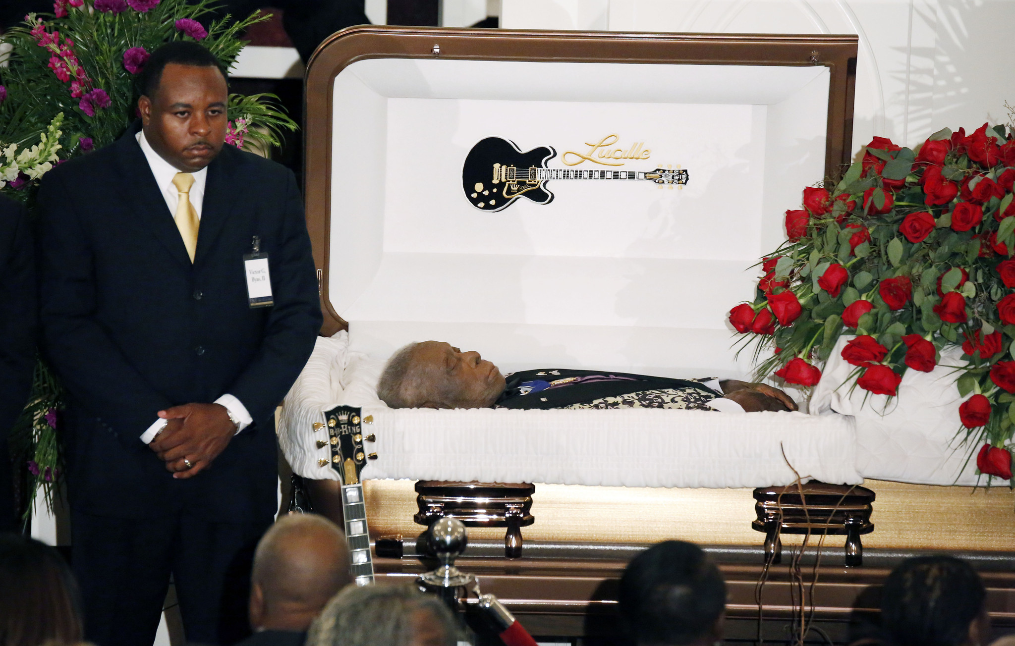 b b king recalled with love humor at mississippi funeral chicago tribune. Black Bedroom Furniture Sets. Home Design Ideas