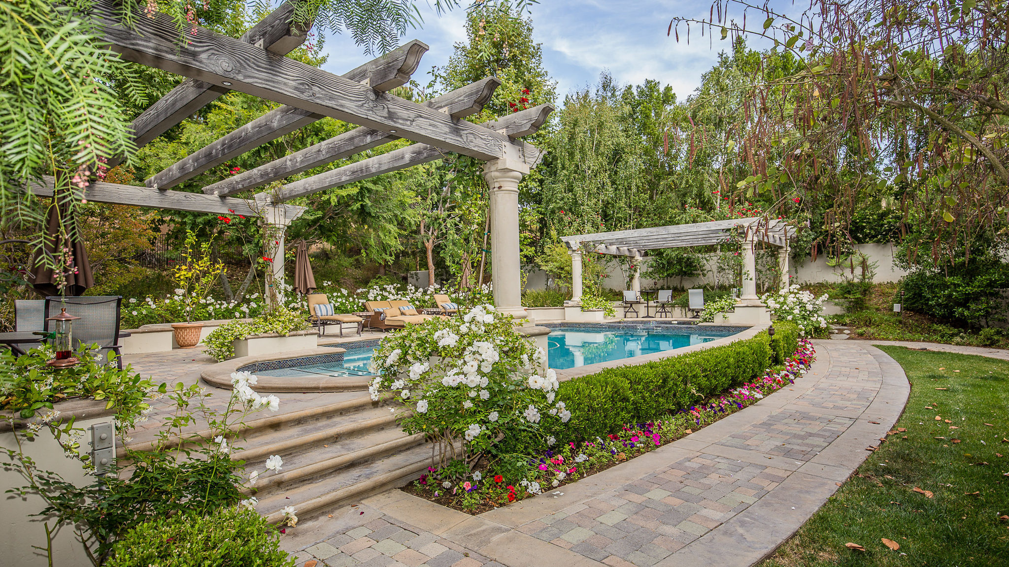 Caitlyn Jenners onetime home in Calabasas is for sale LA Times
