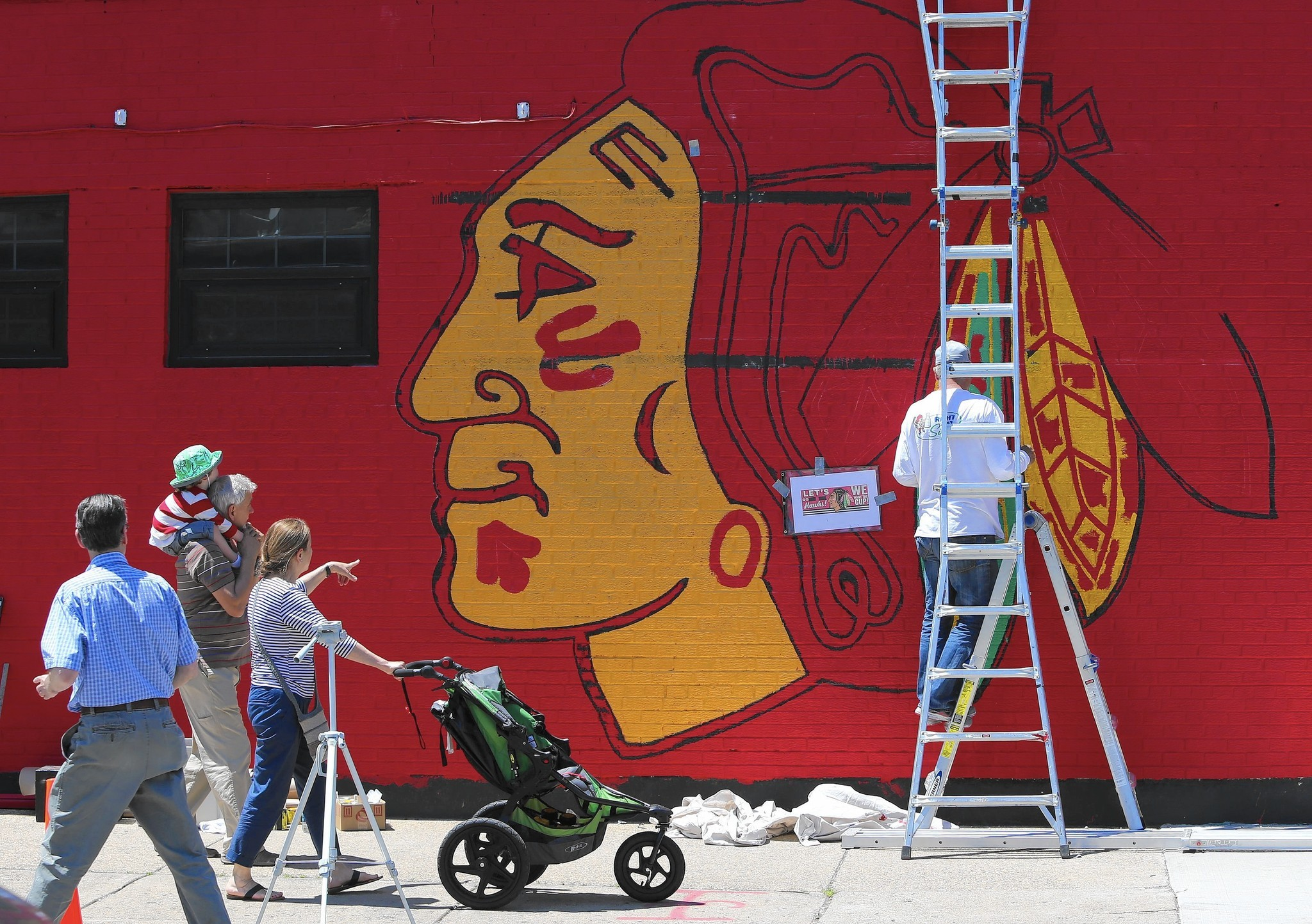 Chicago painter takes break from work to complete hawks for Blackhawks mural chicago