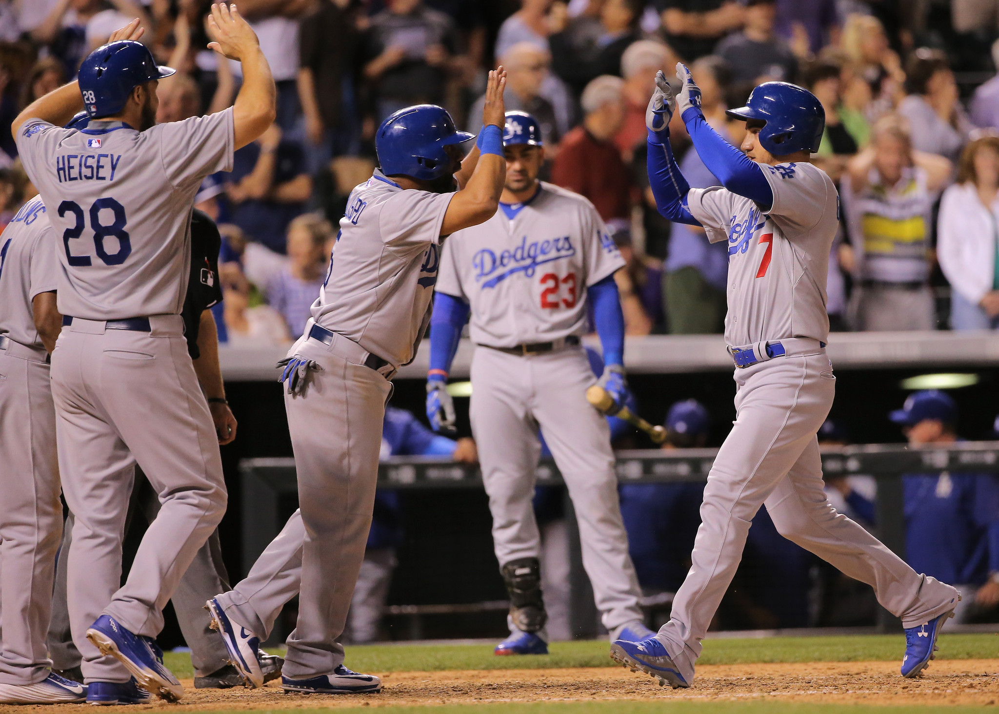 Alex Guerrero's two-out grand slam in ninth lifts Dodgers to 9-8 win
