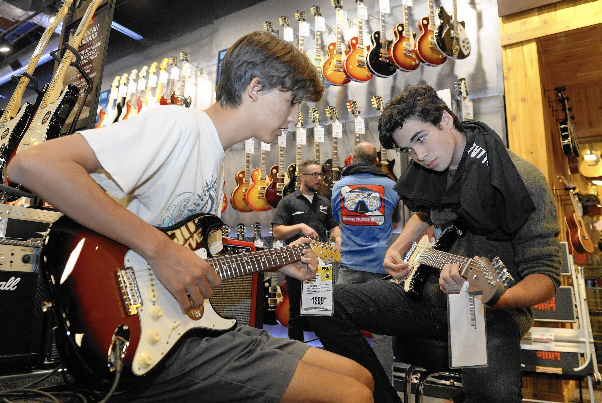 Guitar Center Overhaul Plays Up Hands On Experience La Times