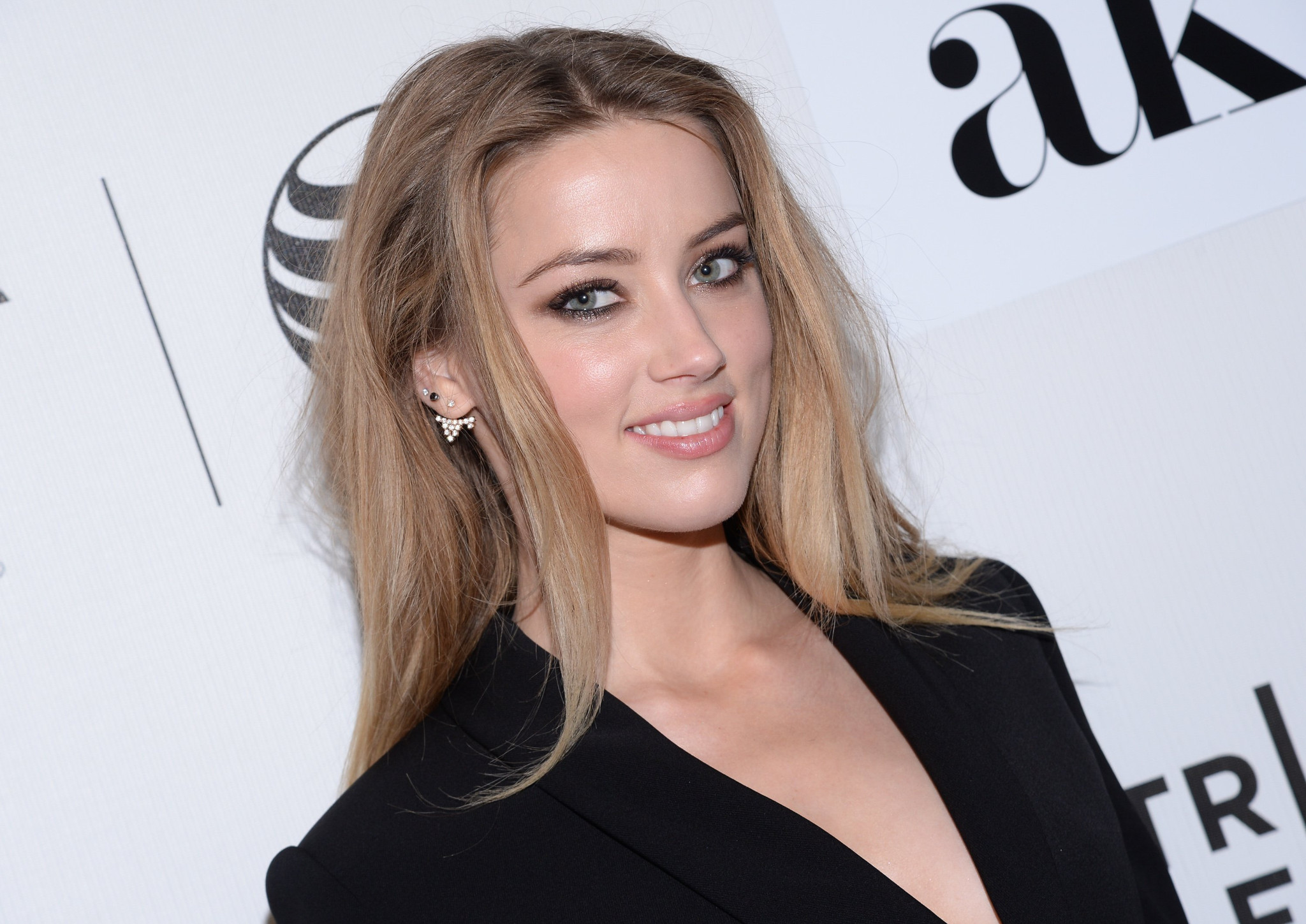 Amber Heard Amber Heard, Elon Musk downplay dinner date with matching Instagram posts -  LA Times