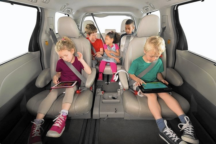 Mifold Portable Booster Seat Could Simplify Carpooling Parenting