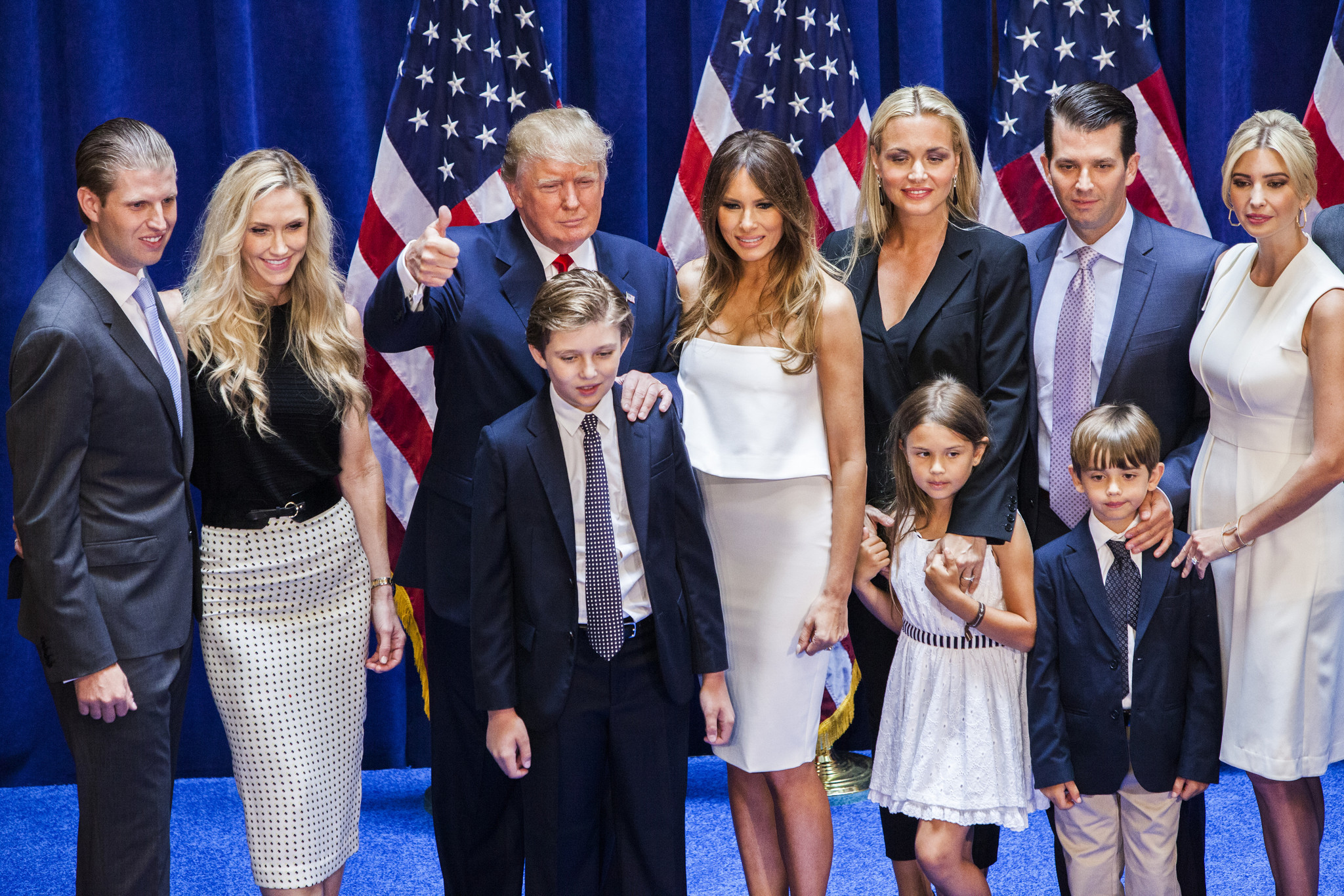 Donald Trump poses with family after candidacy ...