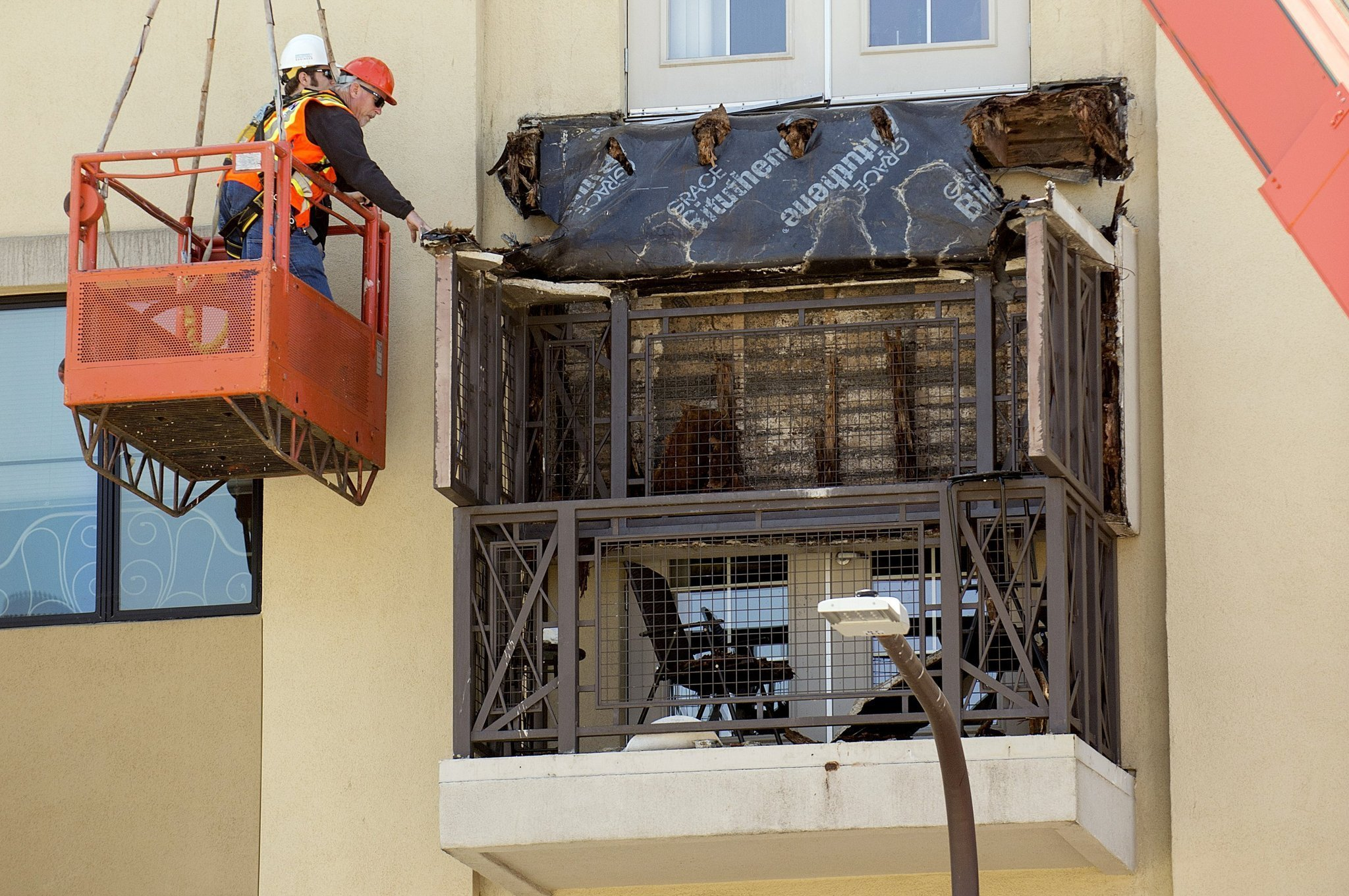Berkeley balcony collapse puts new focus on wood dry rot for What does balcony mean