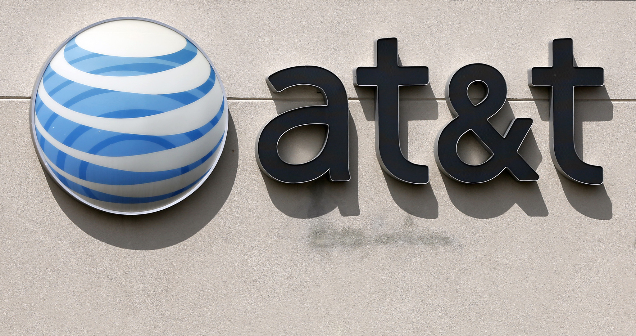 AT&T hit with $100M fine for its 'unlimited' data plans