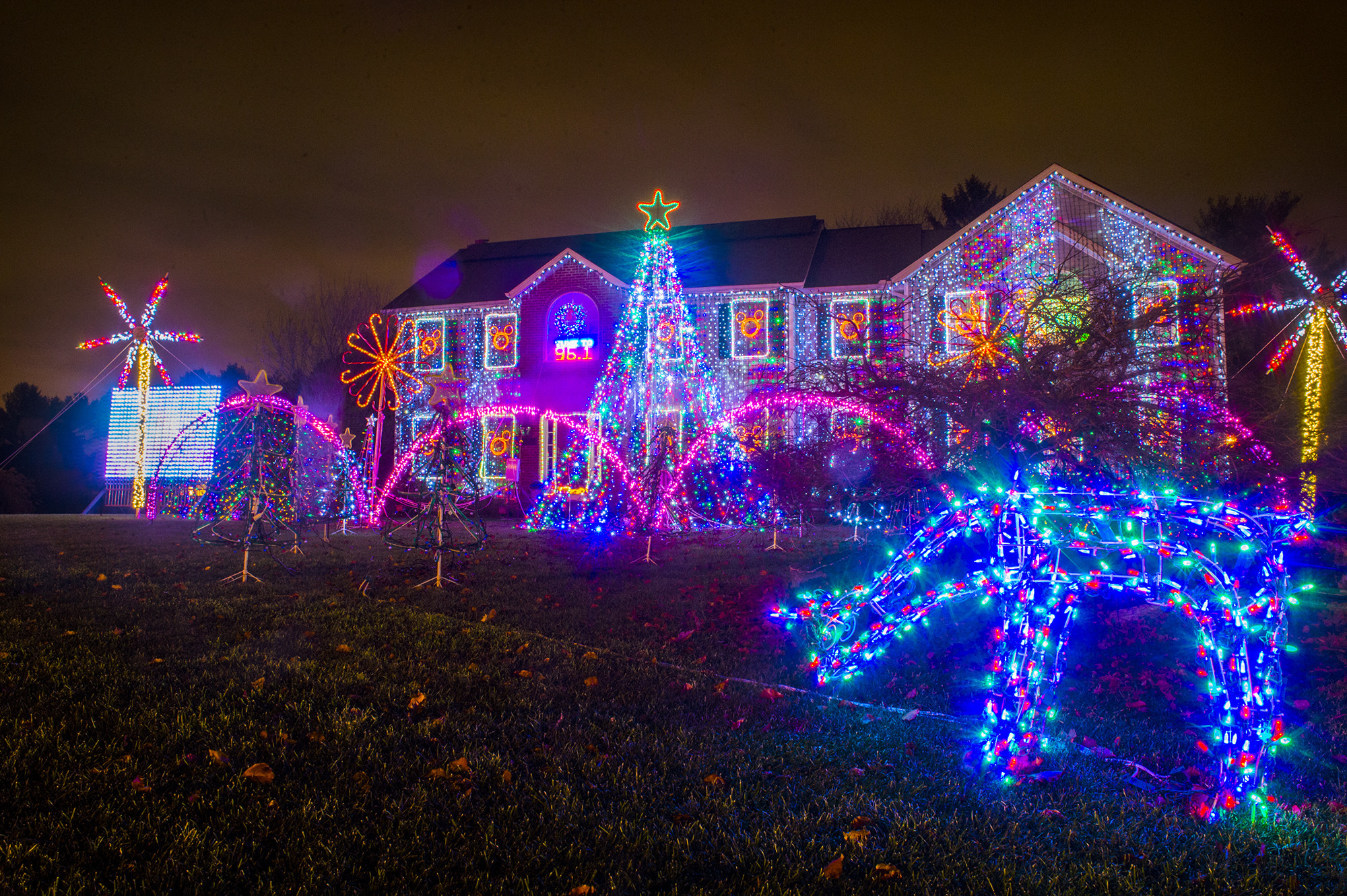 southington family behind controversial holiday light show moving out of state hartford courant