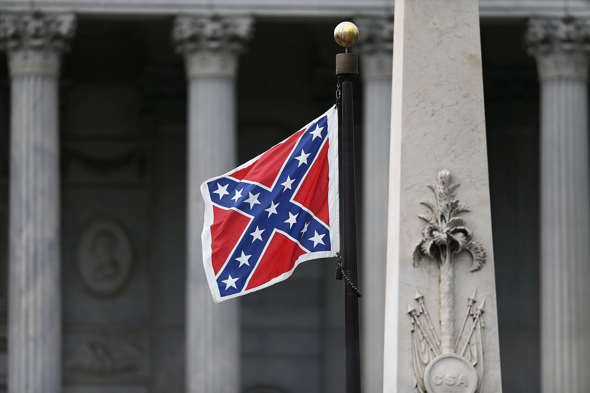 a description of the confederate flag in south carolina South carolina removed the confederate flag from the statehouse where it had flown for more than a half-century, after weeks of emotional debate sparked by a crowd of thousands cheered and sang as the flag was lowered down the 30-foot pole state troopers in gray uniforms and white gloves carefully.
