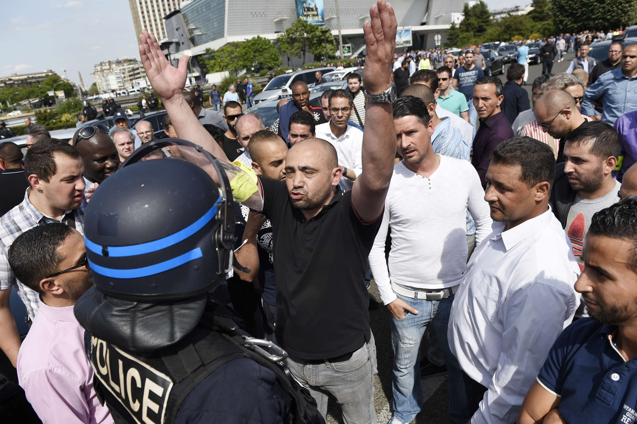 France Uber In Culture Crash Taxi Drivers Violently Protest Ride - Taxi porte maillot