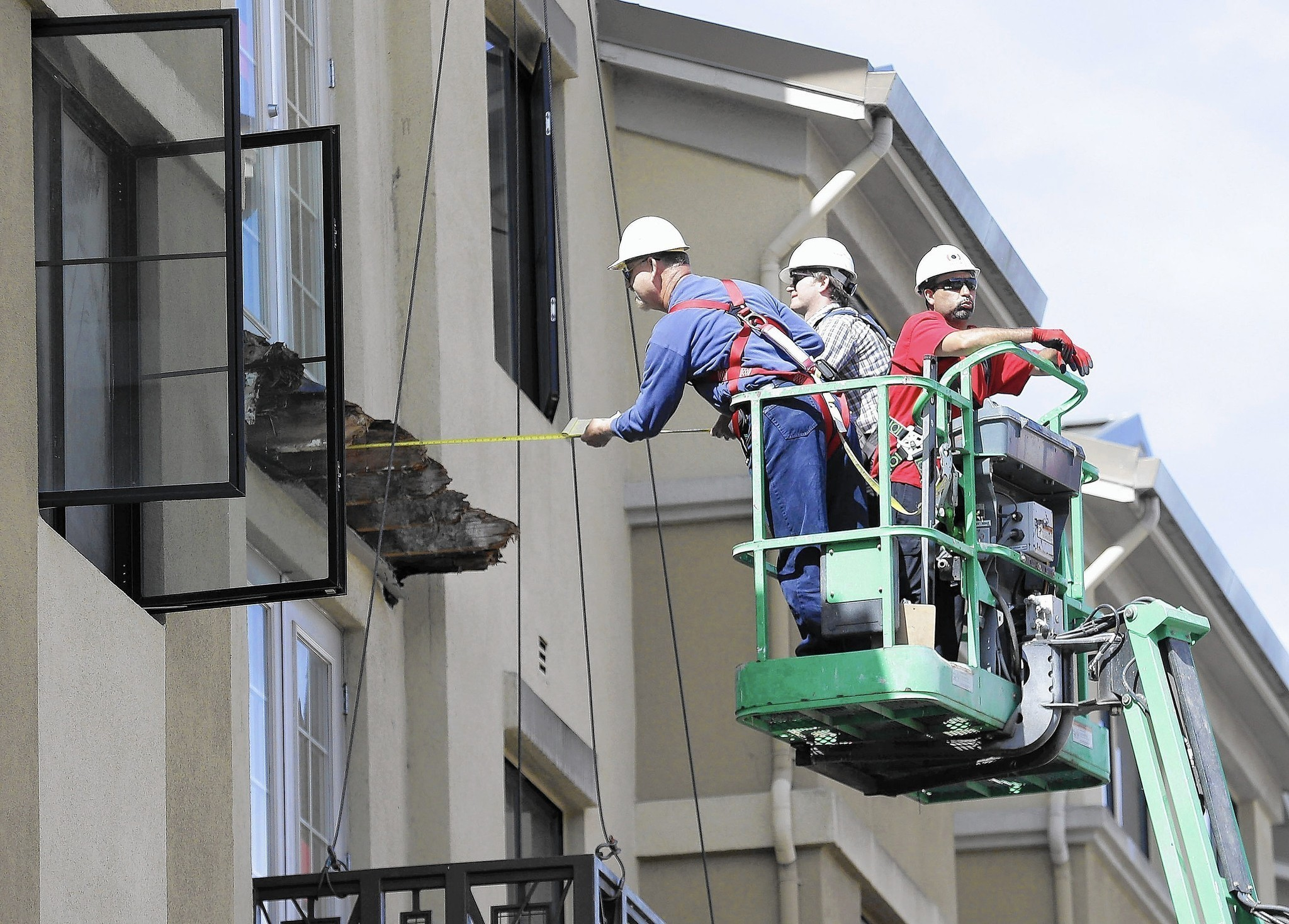 Berkeley Balcony Collapse Other Cases Spotlight Gap In Building