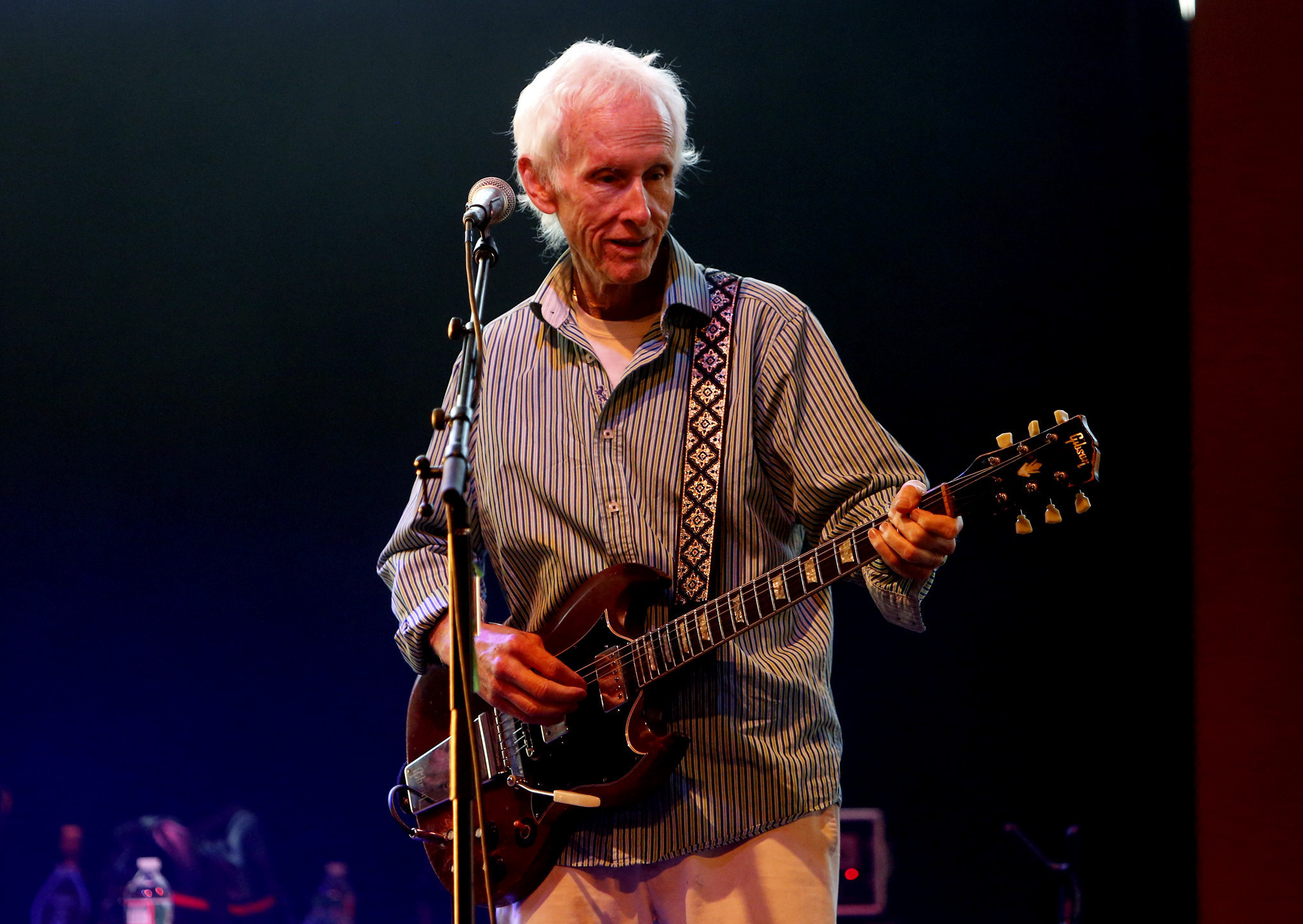 Review The Doors Robby Krieger Makes The Best Of A Tight Spot At